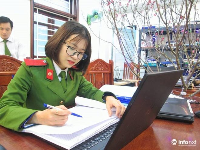 Nu a khoa xinh dep cua DH Phong chay Chua chay hinh anh 1