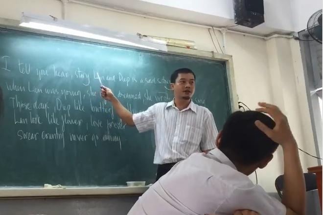 Thay giao Sai Gon day hat 'Chuyen tinh Lan va Diep' bang tieng Anh hinh anh
