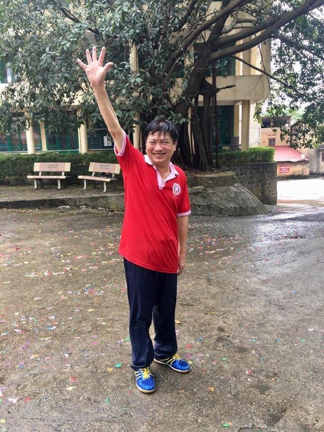Thay hieu truong o Thai Nguyen cuoi tuoi khi bi hoc sinh tat nuoc hinh anh 2