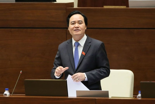 Bo truong Phung Xuan Nha tra loi chat van ve bao hanh tre mam non hinh anh