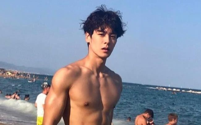 Hot boy Han Quoc cao 1,86 m, dep trai nhu ca si than tuong hinh anh