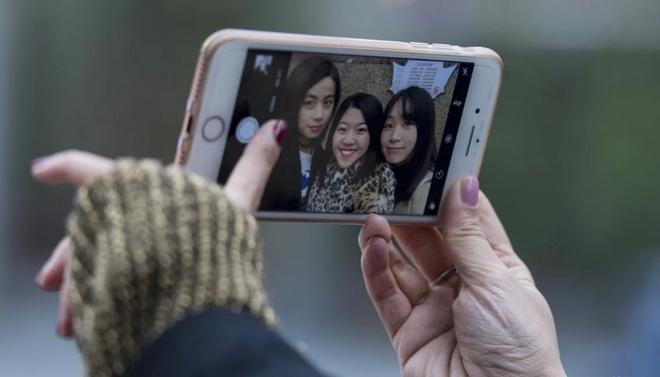 Gioi tre san sang 'dap mat xay lai' de dep nhu hinh selfie hinh anh 2