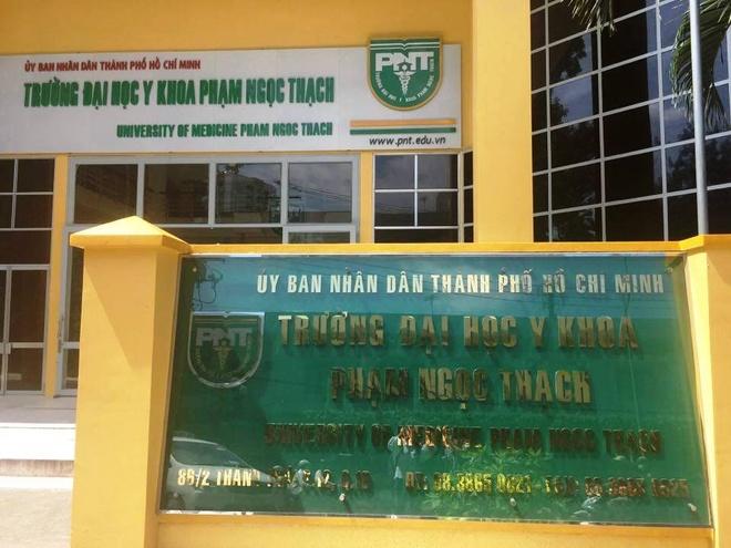 DH Y khoa Pham Ngoc Thach tiep nhan 2 thi sinh truot oan hinh anh