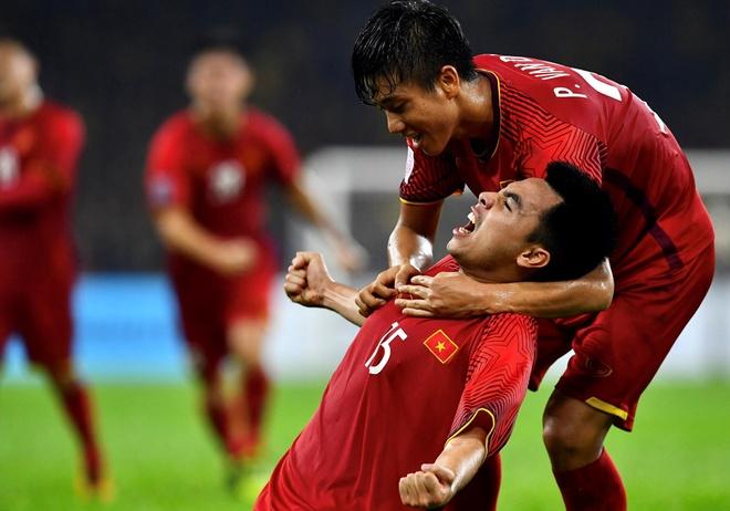 Tran chung ket AFF Cup 2018 vao de thi hoc ky Lich su o Sai Gon hinh anh