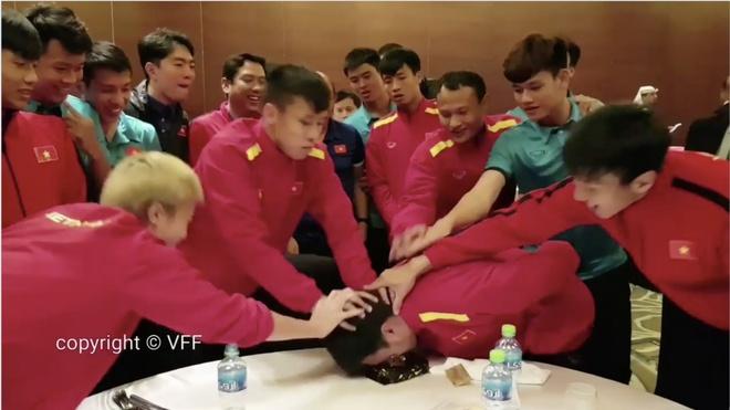 Khoanh khac vui ve, dang yeu cua doi tuyen Viet Nam tai Asian Cup 2019 hinh anh 11