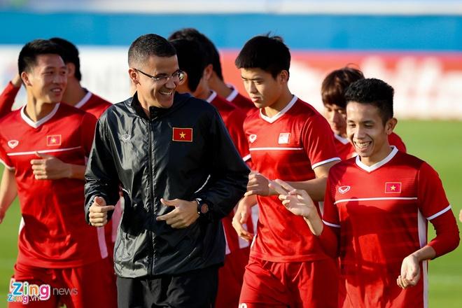 Khoanh khac vui ve, dang yeu cua doi tuyen Viet Nam tai Asian Cup 2019 hinh anh 3