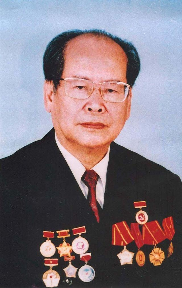 GS Phan Huu Dat mat anh 1