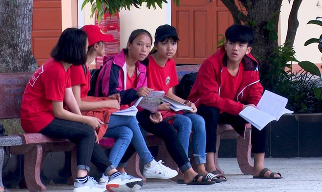 Quang Binh thi lai lop 10 anh 3