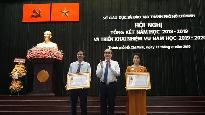 Bi thu Nhan: 'Thay co phai la tam guong de hoc sinh noi theo' hinh anh 1