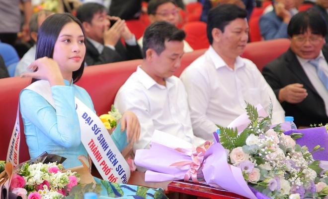 Hoa hau Tieu Vy du le khai giang cua DH Su pham Ky thuat TP.HCM hinh anh 2