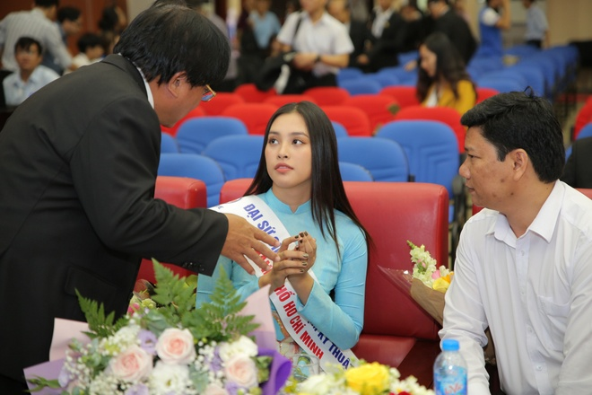 Hoa hau Tieu Vy du le khai giang cua DH Su pham Ky thuat TP.HCM hinh anh 3