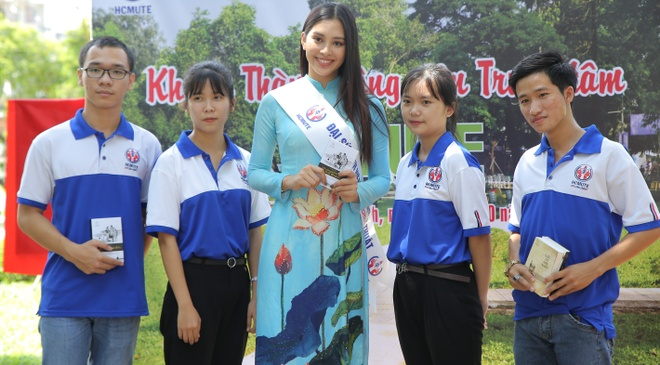 Hoa hau Tieu Vy du le khai giang cua DH Su pham Ky thuat TP.HCM hinh anh 5