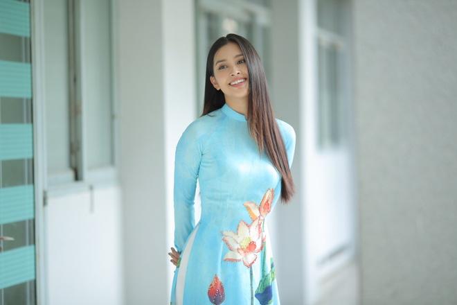 Hoa hau Tieu Vy du le khai giang cua DH Su pham Ky thuat TP.HCM hinh anh 6