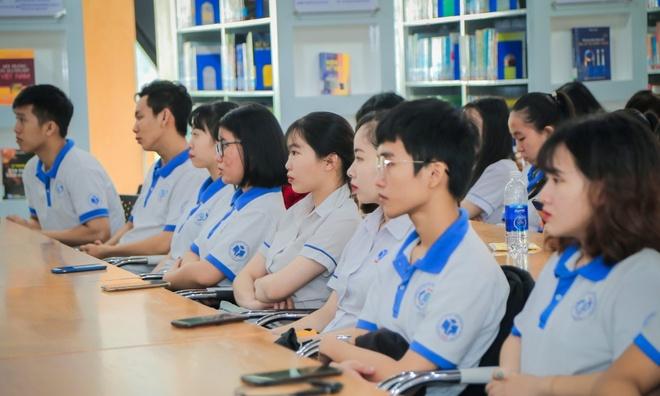 DH Cong nghiep Thuc pham TP.HCM cam sinh vien cao troc dau hinh anh 1