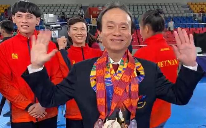 Van dong vien taekwondo khoc, trao huy chuong SEA Games 30 cho thay hinh anh