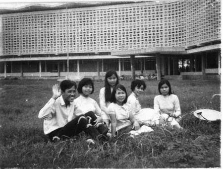 Ngoi truong o xu Hue cua Ha Lan trong 'Mat biec' hinh anh 5 truong_kieu_mau_4.jpg