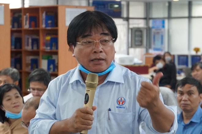 Ông Đỗ Văn Dũng ý kiến về điểm chuẩn chương trình chất lượng cao tại hội nghị. Ảnh: M.N.
