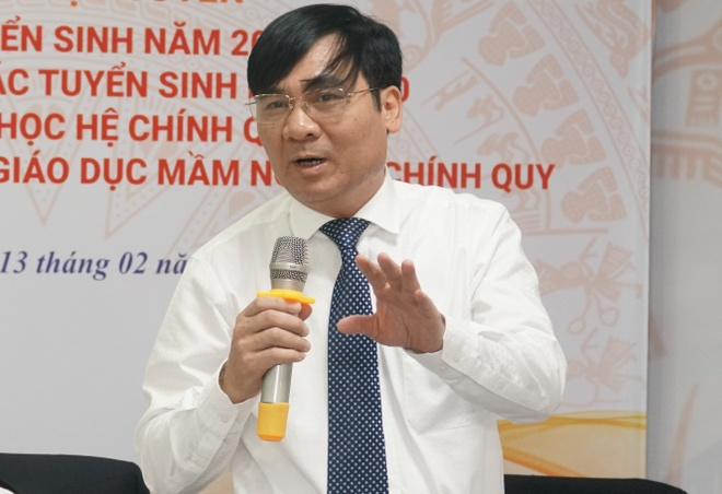 Ông Phạm Như Nghệ, Phó Vụ trưởng Vụ Giáo dục Đại học phản hồi ý kiến về chương trình chất lượng cao. Ảnh: M.N.