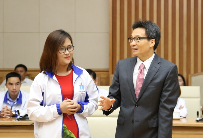 nha ve sinh truong hoc anh 2
