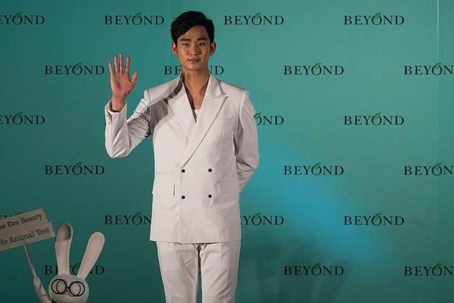 Kim Soo Hyun mac suit dien trai anh 6