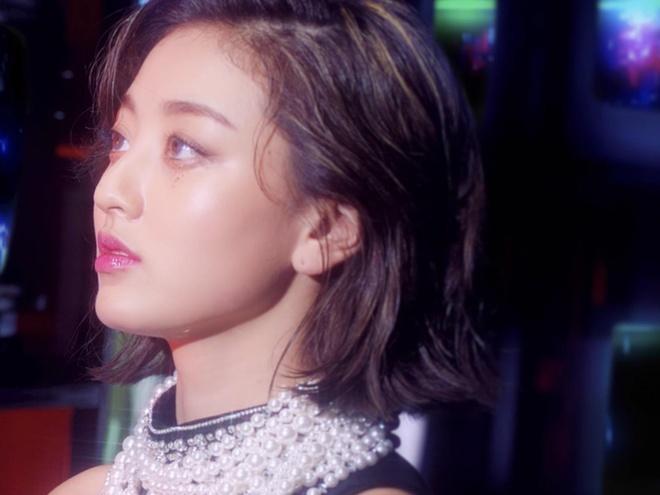 Bạn gái Kang Daniel xuất hiện xinh đẹp trong MV mới của TWICE