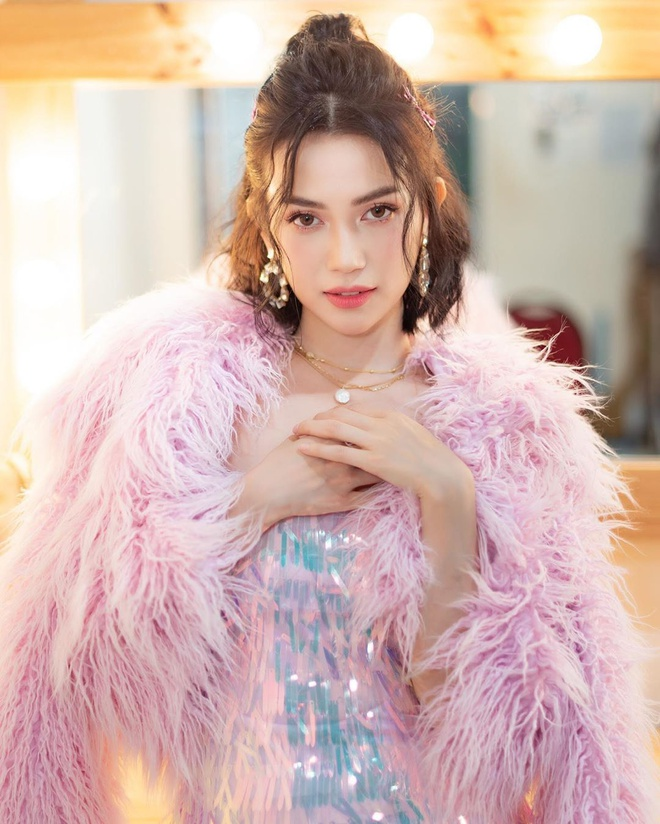 Si Thanh hay khoe make up, duong da bang san pham gia re hinh anh 3