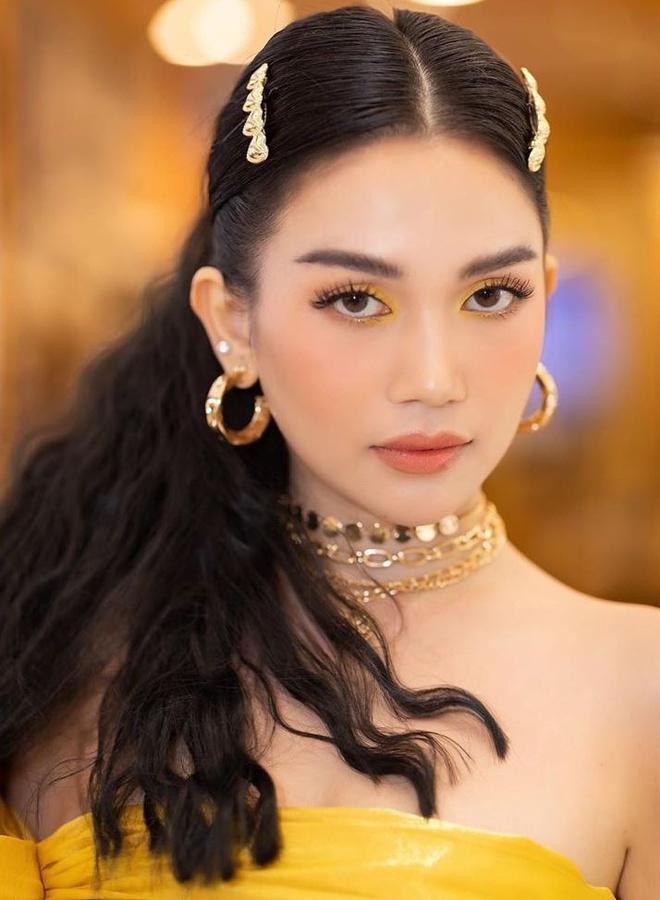 Si Thanh hay khoe make up, duong da bang san pham gia re hinh anh 2