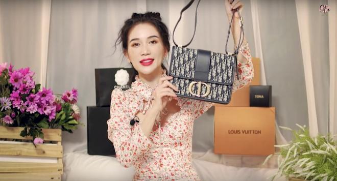 4 mẫu túi Dior, Chanel Sĩ Thanh đập hộp ngoài đời hot thế nào?