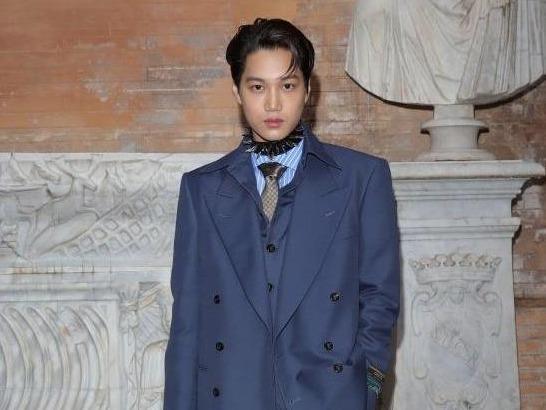 Kai (EXO) ngoi hang ghe dau tai show dien cua Gucci hinh anh