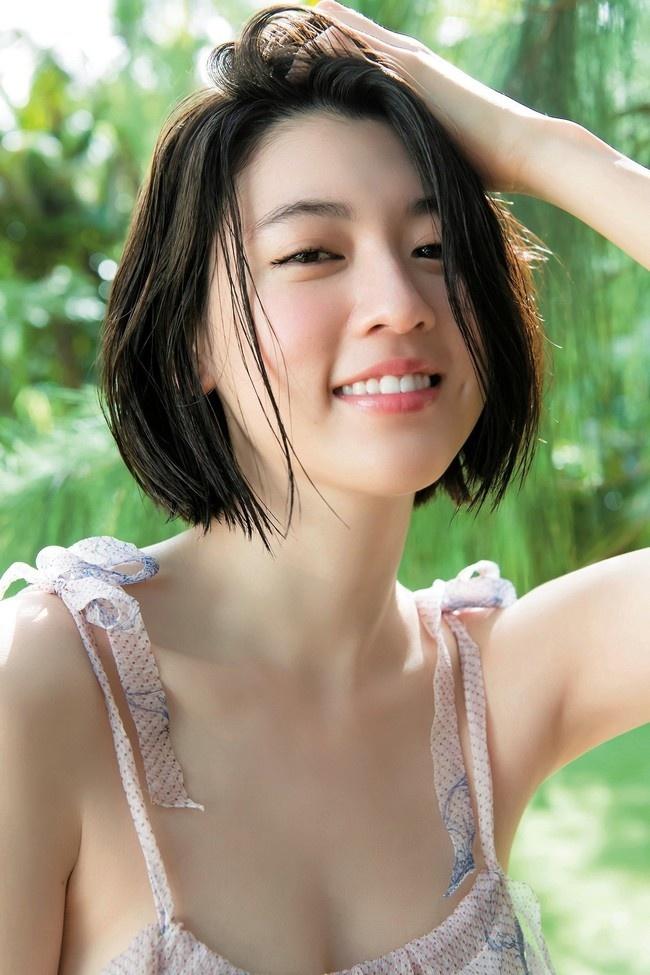 Nu chinh MV cua Chau Kiet Luan chuong style sexy khoe nguc cang day hinh anh 3