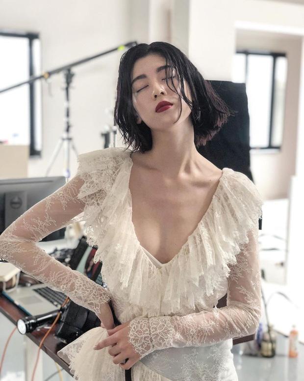Nu chinh MV cua Chau Kiet Luan chuong style sexy khoe nguc cang day hinh anh 5