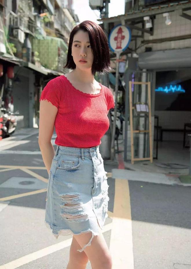Nu chinh MV cua Chau Kiet Luan chuong style sexy khoe nguc cang day hinh anh 10