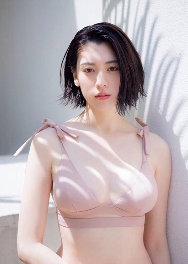 Nu chinh MV cua Chau Kiet Luan chuong style sexy khoe nguc cang day hinh anh 4