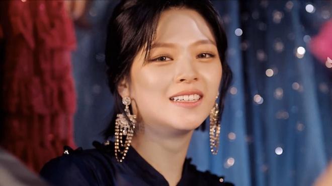 Twice dau tu trang phuc trong MV Feel Special anh 4