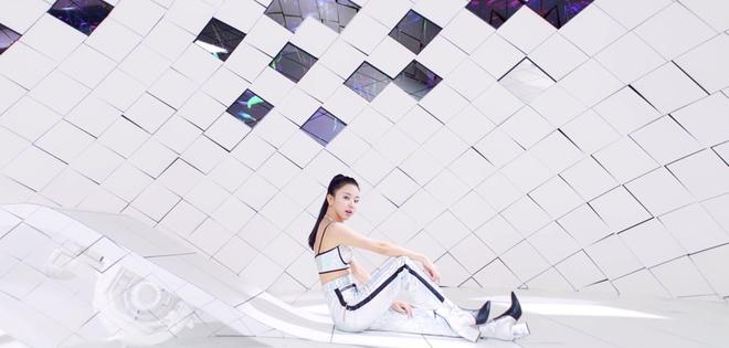 Twice dau tu trang phuc trong MV Feel Special anh 10