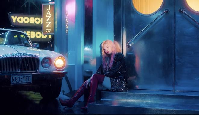 Twice dau tu trang phuc trong MV Feel Special anh 18