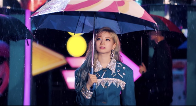 Twice dau tu trang phuc trong MV Feel Special anh 14