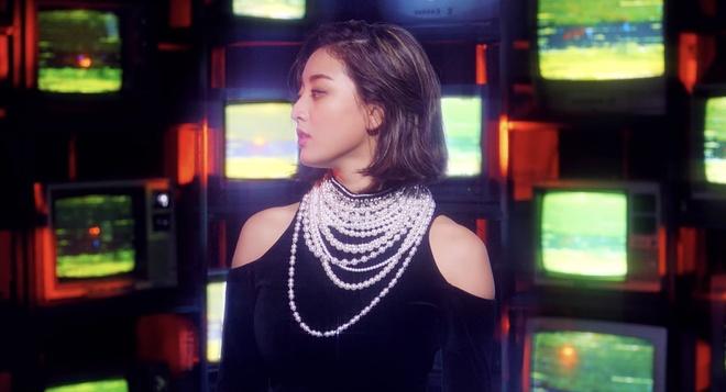 Twice dau tu trang phuc trong MV Feel Special anh 2