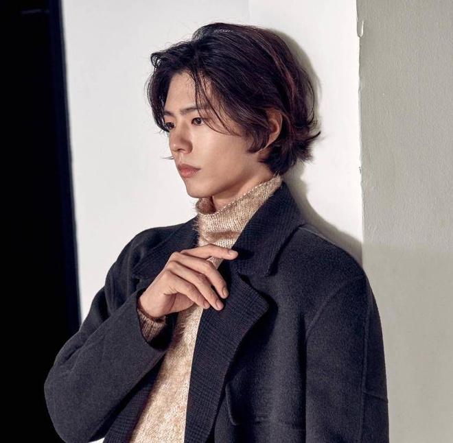 Cung de toc dai: Lee Dong Wook duoc khen dep, Jungkook bi che nu tinh hinh anh 4