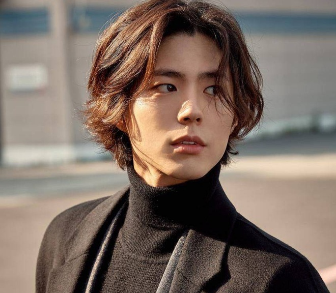 Cung de toc dai: Lee Dong Wook duoc khen dep, Jungkook bi che nu tinh hinh anh 3