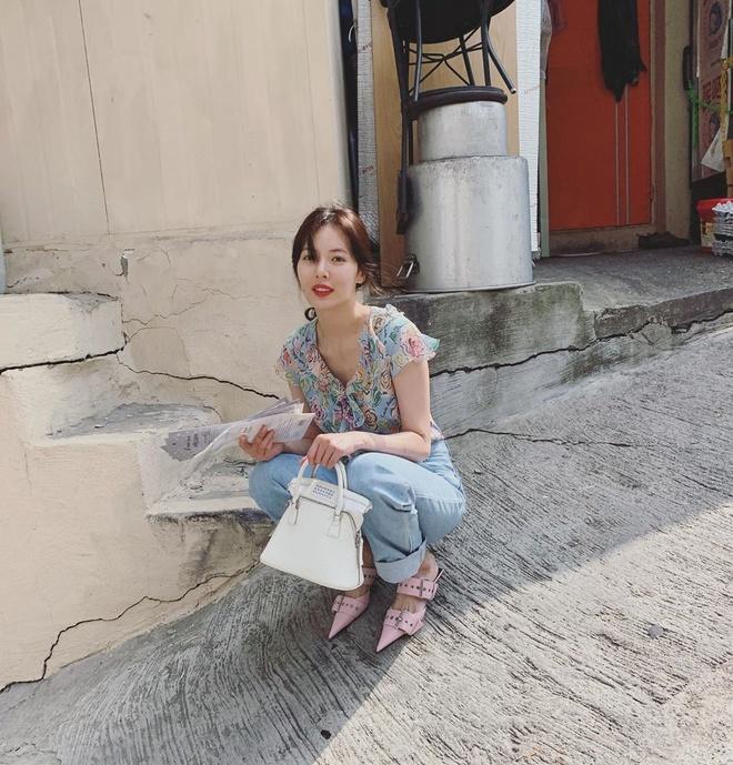 Khong phai do ho hang, HyunA duoc khen khi mac vay hoa xuong pho hinh anh 4