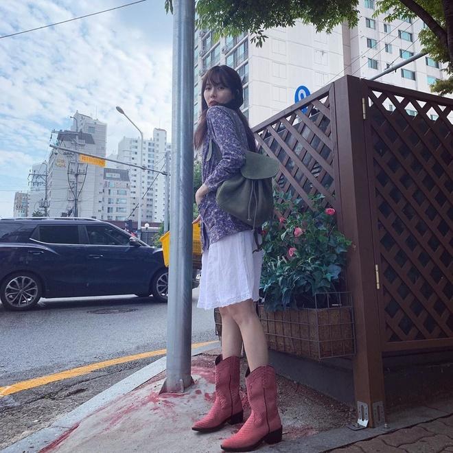 Khong phai do ho hang, HyunA duoc khen khi mac vay hoa xuong pho hinh anh 6