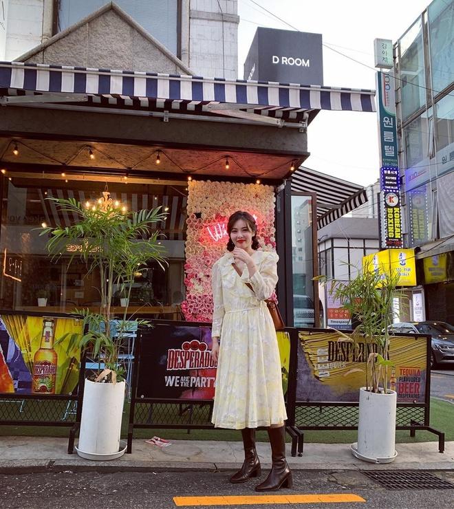 Khong phai do ho hang, HyunA duoc khen khi mac vay hoa xuong pho hinh anh 1