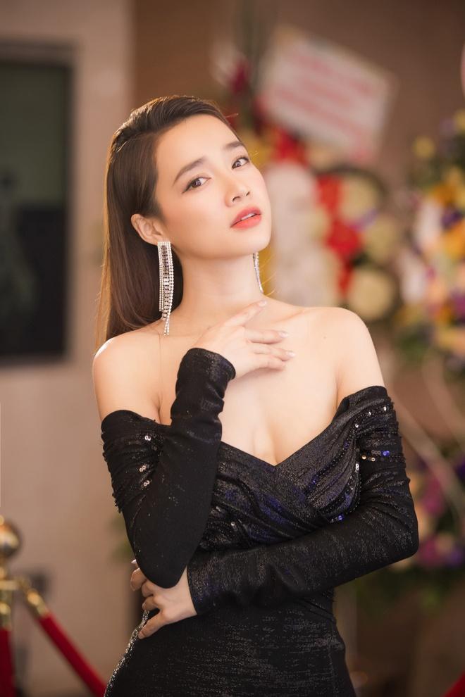 Nha Phuong dien dam xe nguc, Ky Duyen mac bikini giua troi tuyet hinh anh 4