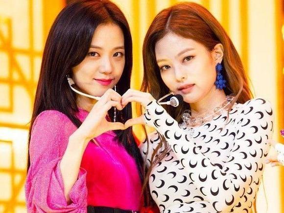 Jisoo va Jennie dung tro chuyen sau scandal doi xu bat cong hinh anh