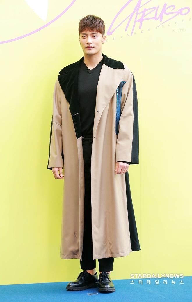 sao Han du Seoul Fashion Week anh 5