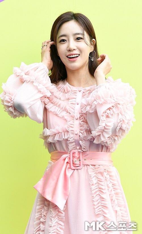 T-ara va dan my nhan Han dien do kem sang tai Seoul Fashion Week hinh anh 2