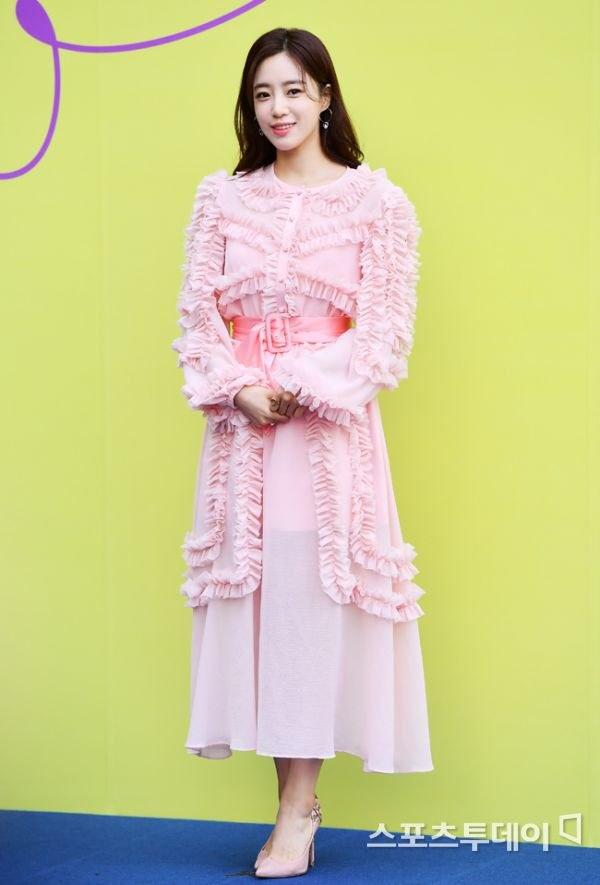 T-ara va dan my nhan Han dien do kem sang tai Seoul Fashion Week hinh anh 1