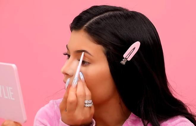 Sau khi lam me, Kylie Jenner bat mi cach make up chi trong 10 phut hinh anh 2