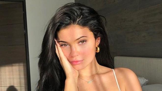 Sau khi lam me, Kylie Jenner bat mi cach make up chi trong 10 phut hinh anh 3